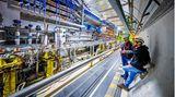 Der längste Forschungstunnel der Welt  Er gehört zum Teilchenbeschleuniger der Europäischen Organisation für Kernforschung (Cern) und liegt rund 50 Meter unter dem schweizerisch-französischen Grenzgebiet. Er wurde 2008 eröffnet. Hier gibt es keine Geschwindigkeitsbegrenzung, im Gegenteil: Protonen schaffen mehr als 11 000 Umrundungen - pro Sekunde.