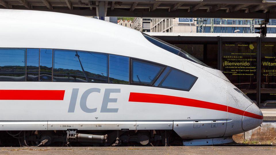 """Für junge Leute soll Bahnfahrengüsntiger werden. Mit dewr Bahncard kann der Preis durch das Angebot """"Super Sparpreis Young"""" sogar noch weiter auf 9,70 Euro gedrückt werden"""
