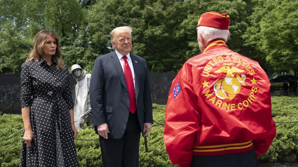 Donald und Melania Trump treffen auf Kriegsveteranen