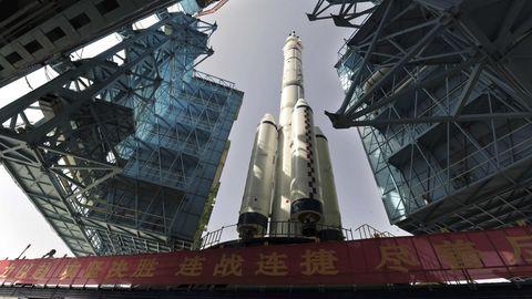 Mit einer Rakete vom Typ Langer Marsch 2F wurde die Roboterfähre ins All gebracht.