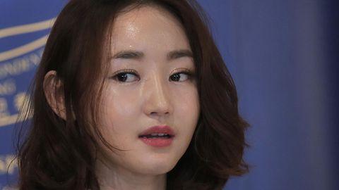 Die aus Nordkorea geflohene Yeonmi Park spricht in ein Mikrofon