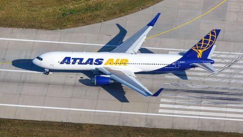 Eine Boeing 767-300 der US-Charterfluggesellschaft Atlas Air