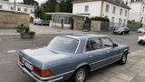 Mercedes 450 SEL 6.9 - Baureihe W 116 vor der Villa Hammerschmidt
