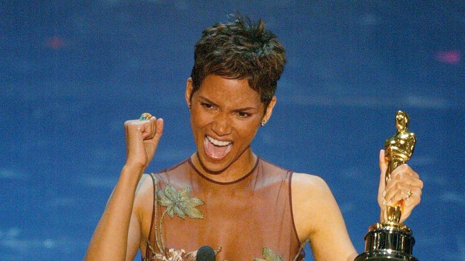 Halle Berry bei ihrem Oscargewinn 2002