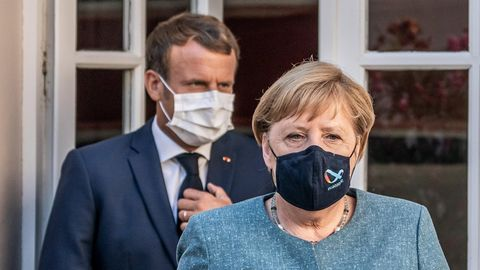 Bundeskanzlerin Angela Merkel (CDU, r.) und Frankreichs Präsident Emmanuel Macron