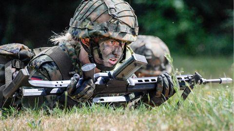 Weibliche Bundeswehrdienstgrade durch Verteidigungsministerium geplant
