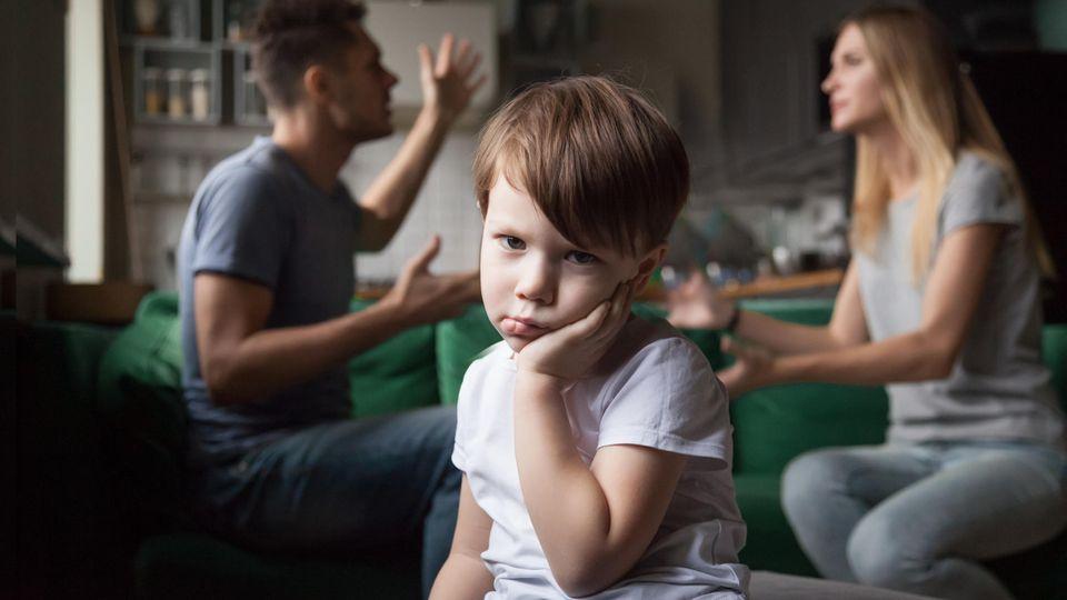 Mutter auf Ibiza, Vater in Deutschland: Sie wartet am Flughafen auf ihren Sohn – vergebens. Die Geschichte eines Sorgerechtsstreits