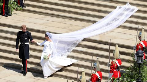 Herzogin Meghan überraschte mit einem schlichten Brautkleid