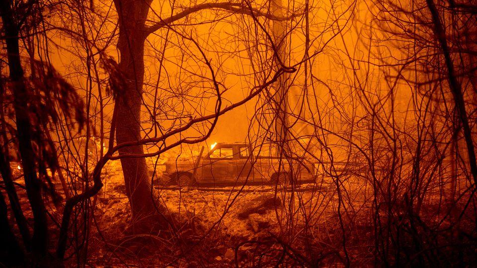 Ein ausgebranntes Auto im Butte County