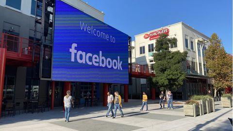 Der Innenhof des Firmencampus von Facebook im kalifornischen Menlo Park