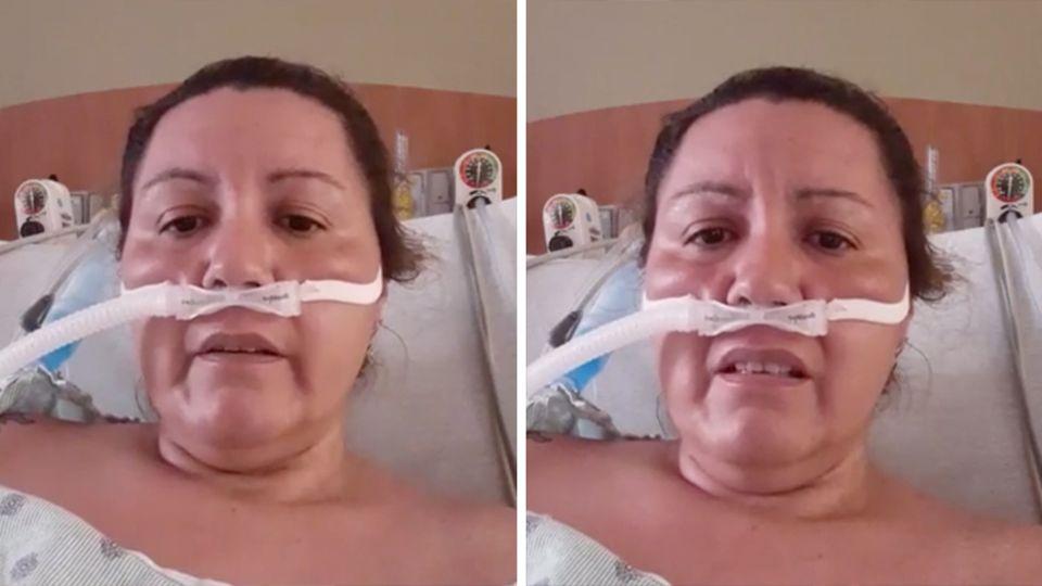 Eine Frau mit braunen, zurückgekämmten Haaren liegt in einem Krankenhausbett und bekommt Sauerstoff in die Nase