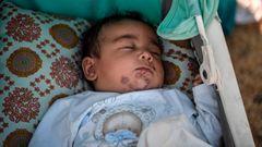 Baby schläft in einem Kinderwagen im Lager Kara Tepe