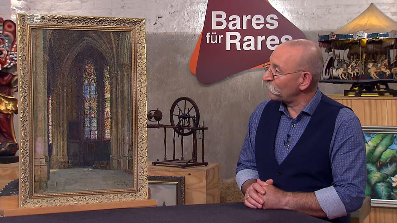 Bares für Rares: Horst Lichter steht neben dem Gemälde