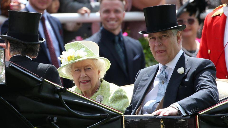 Queen Elizabeth II und Prinz Andrew
