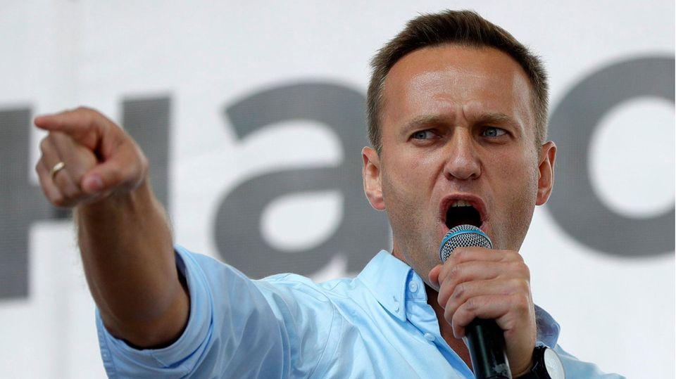 Alexej Nawalnyspricht bei einem Protest in Moskau vor seiner Vergiftung