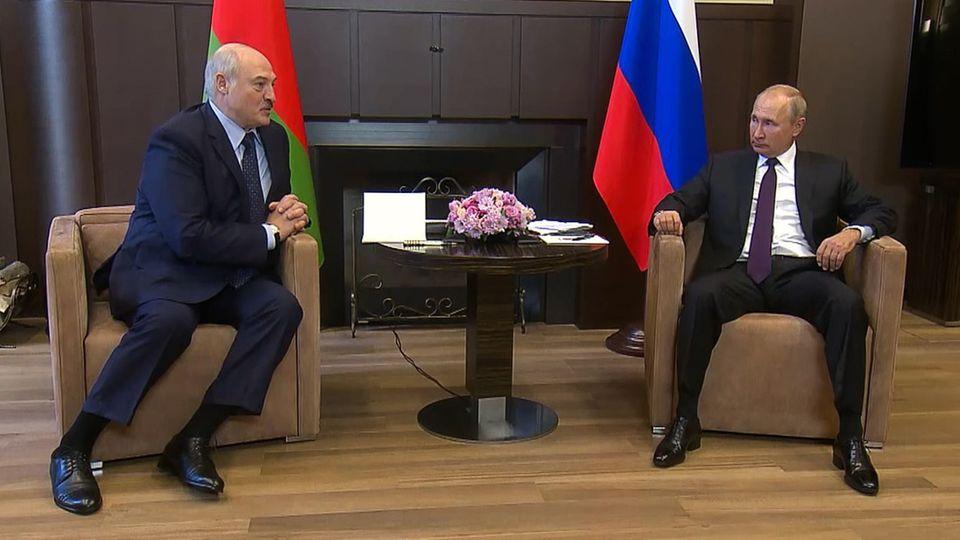 Treffen mit Lukaschenko : Verräterische Körpersprache: Auftritt Putins sorgt für Spekulationen