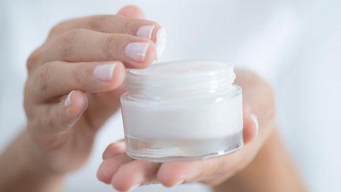 Rückfettende Cremes eignen sich besonders gut zur Pflegesehr trockener und empfindlicher Haut