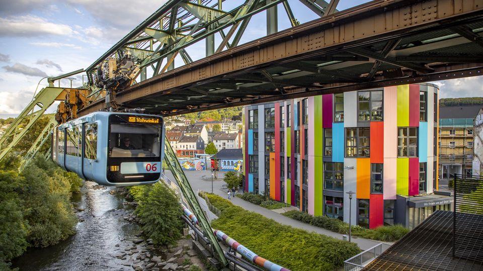 Dröhnende Geräusche: In Wuppertal funktioniert die Schwebebahn nicht mehr – Schuld ist wohl auch: Corona