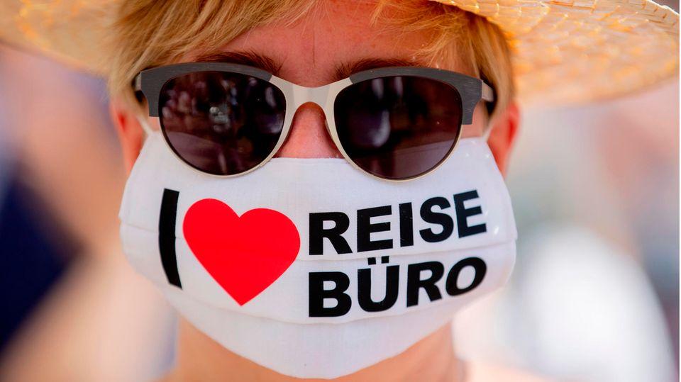 Bei einer Protestaktion gegen die prekäre wirtschaftliche Lage von Touristikunternehmen
