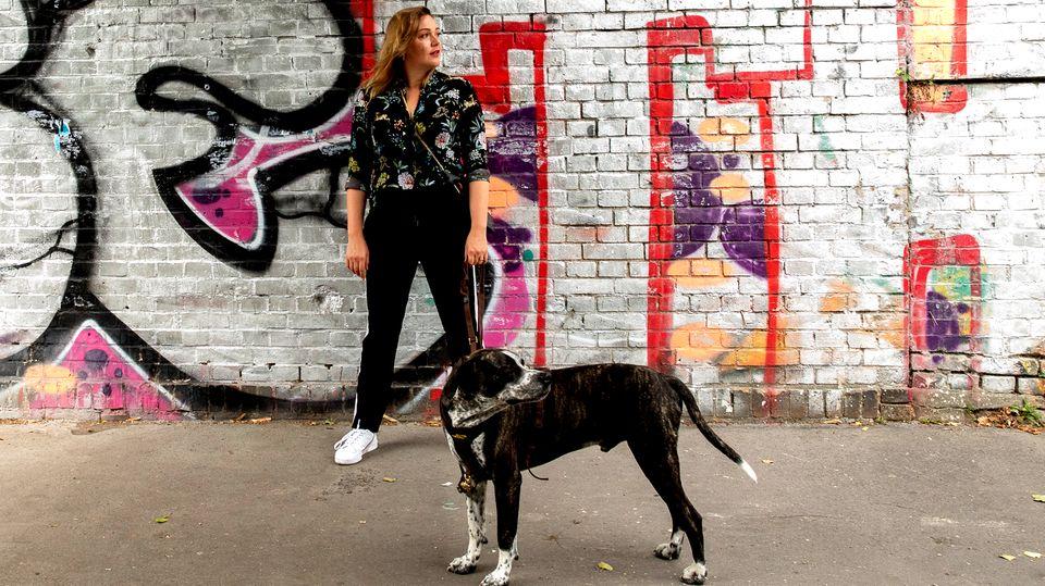 Schauspielerin Alwara Höfels über das Zusammenleben mit Hund Oskar