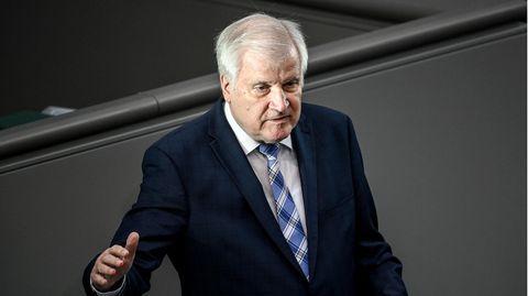 Horst Seehofer (CSU), Bundesminister für Inneres, Heimat und Bau, spricht im Bundestag (Archivfoto)