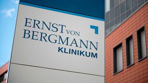 News zum Coronavirus: Ermittlungen nach 47 Corona-Toten: Beweismaterial in Potsdamer Klinik sichergestellt