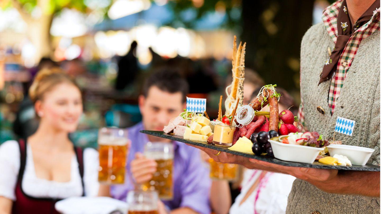 Für das Oktoberfest gibt es blau-weiße Deko