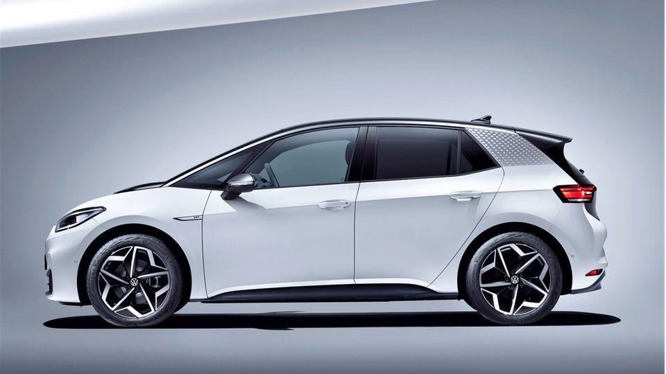 VW ID.3  Der Listenpreis beträgt 35.575 Euro, es gibt Angebote ab 26.054 Euro – die Lieferzeit beträgt 5 Monate