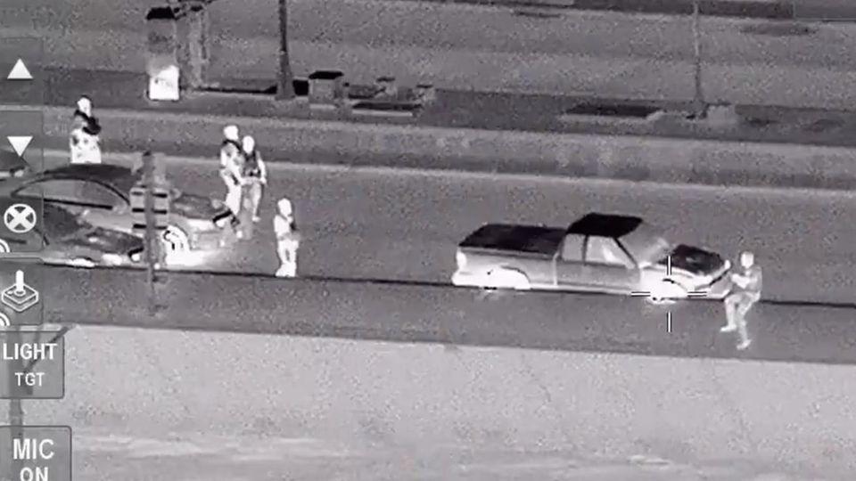 Ein Mann in Florida hat am Samstag nach einer Verfolgungsjagd mit der Polizei versucht, von einer Brücke zu springen