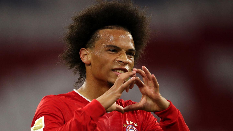 Leroy Sane feiert das siebte Tor des FC Bayern München gegenFC Schalke 04