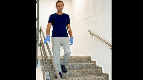 Alexej Nawalny auf der Treppe in der Charité
