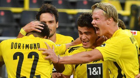 Dortmunds Giovanni Reyna (2.v.r.), 17 Jahre alt, bejubelt sein Tor zum 1:0mit beiden anderen sehr jungen BVB-Profis Jude Bellingham, 17,und Erling Haaland (r.), 20. Mats Hummels (2.v.l.) istmit 31 Jahrensowas wie der Elder Statesman des Jubelhaufens.