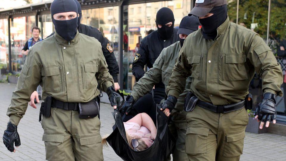 Bereits am Samstag kam es in Minsk zu etwa 300 Festnahmen.