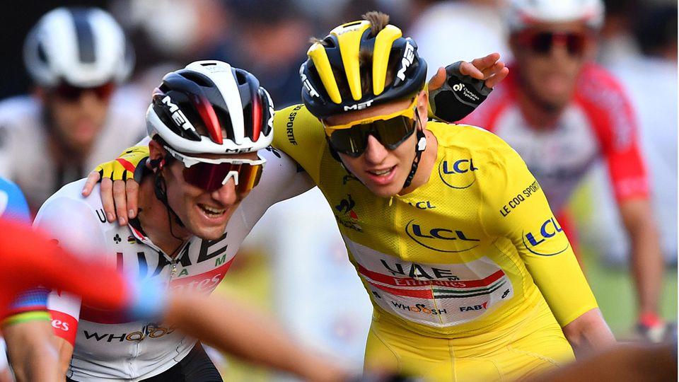 Der slowenische Tour-Sieger Tadej Pogacar auf der Schlussetappe in Paris im Gelben Trikot