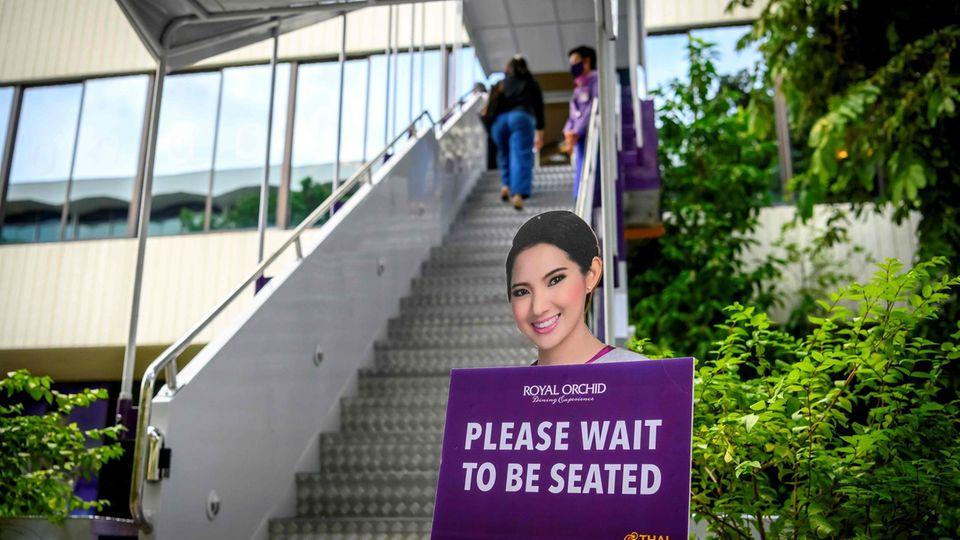 Bild 1 von 16der Fotostrecke zum Klicken:  Sawasdee - so lautet die Begrüßungim neuen Pop-up-Restaurant in der Nähe des Flughafens Bangkok