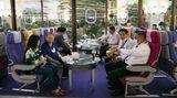 Manche Besucher kommen auch nur aufeinen Kaffee oder auf eineTom Kha Kai vorbei - eine thailändische Hühnersuppe mit Kokosmilch