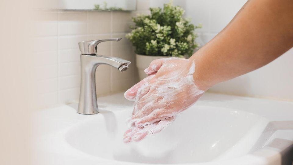 pH-neutrale Seife unterstützt den Erhalt des natürlichen Säureschutzmantels der Haut