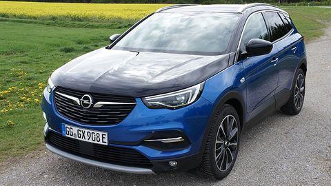 """Der Opel Grandland X Hybrid4 ist mit der """"Innovation"""" Ausstattungslinie ab aktuell 49.875,13 Euro zu haben"""