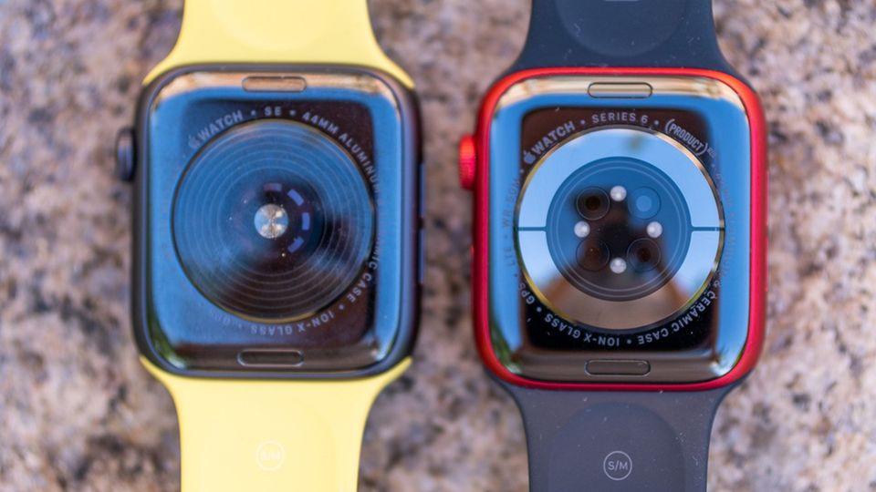 Links der Sensor der Apple Watch SE, rechts der neue zur Blutsauerstoffmessung und EKG der Series 6.