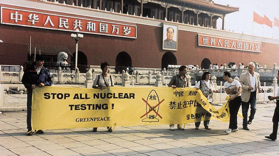 Thilo Bode bei einem Protest gegen Atomtests