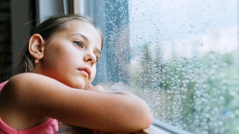 Die Diagnose: Ein Mädchen hat plötzlich Ängste und Zuckungen – schuld sind kleine Eindringlinge