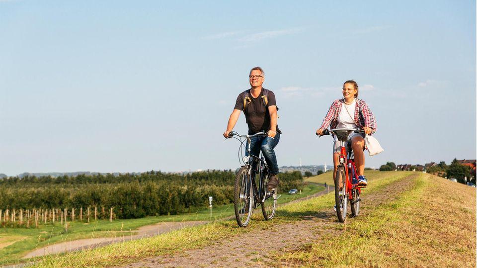 Leonie Bremer und Gunnar Herbst auf dem Rad