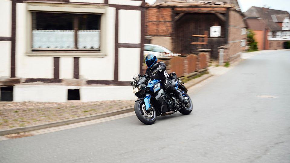 Kampf um jedes Dezibel: Für die einen Spaß, für die anderen Krach – Motorradfahrer spalten das Weserbergland