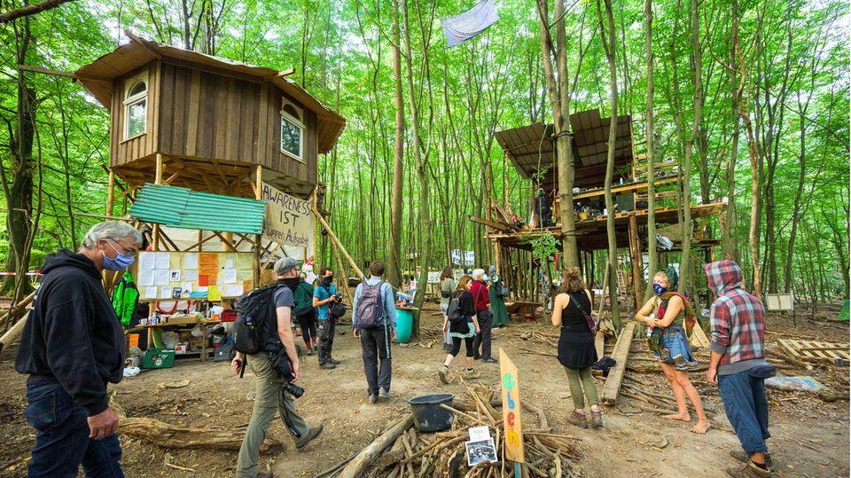 Protestcamp im Dannenröder Forst, der zugunsten einer Autobahn teilweise gerodet werden soll