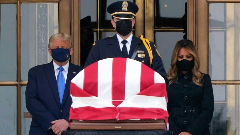 Donald und Melania Trump am Sarg von Verfassungsrichterin Ruth Bader Ginsberg