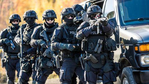 Polizeiskandal: Die Gnade des Beamtenrechts - warum kriminelle Polizisten nur selten entlassen werden