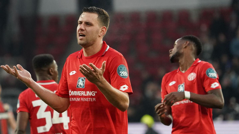 Der Mainzer Profi Adam Szalai bleibt suspendiert, bestätigte der TrainerAchimBeierlorzer