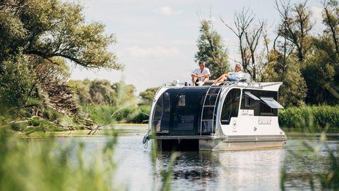 Hausboot mit Aussicht: Das Dach des Caravan-Bootes ist voll begehbar.