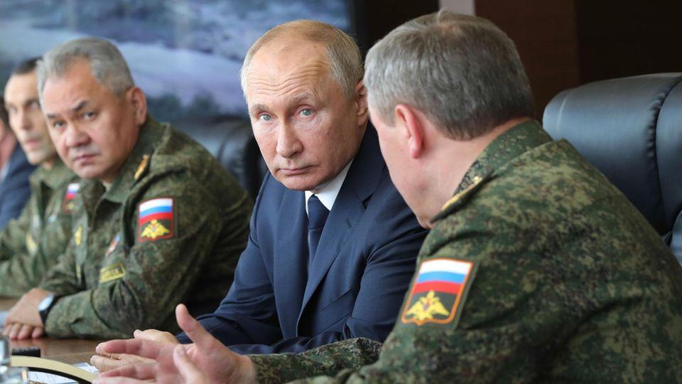 """Wladimir Putin bei dem Manöver """"Kaukasus 2020"""""""