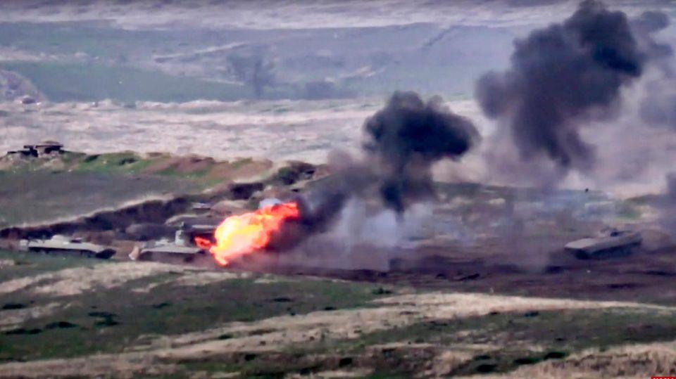 Standbild soll Zerstörung eines Militärfahrzeuges zeigen